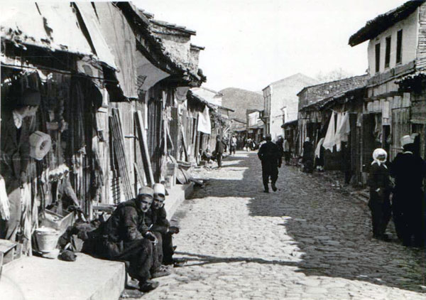 Bazaar in Elbassan (Photo: Dayrell Oakley-Hill, 1930s)